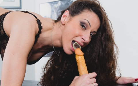 Martina Gold: how to put condom with your mouth thumb 3